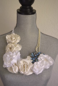 Whites Flower Necklace, Fabric Flower Necklace, Bridal Jewelry, Bride, Wedding Jewelry, White Fabric Flower Necklace